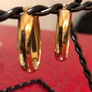 Jewelry - 14kt oval hoop earrings ✨